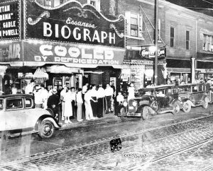 The scene on Lincoln Avenue shortly after Dillinger died in a shootout. He and two women had seen Manhattan Melodrama at the Biograph Theater. (Chicago Tribune / July 22, 1934)